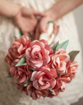 با کاغذ دسته گل عروس بسازید