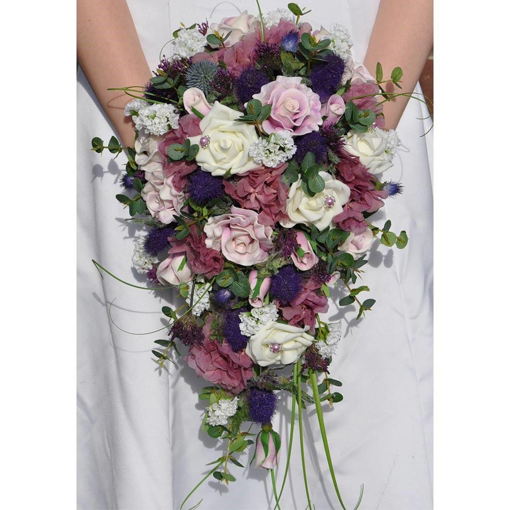 دسته گل آبشاری با تناژهای مختلف رنگ بنفش