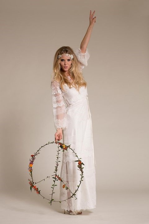 لباس عروس با آستین بلند و توری