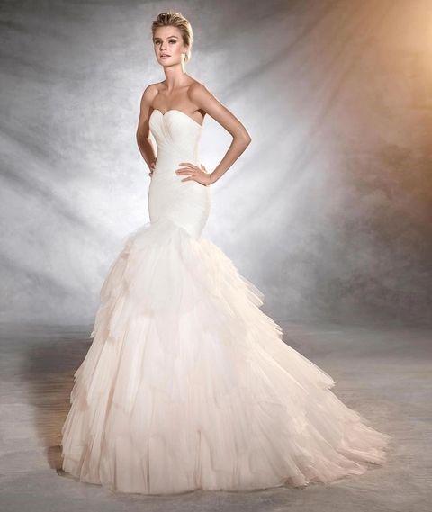 لباس عروس دکلته با دامن پر چین