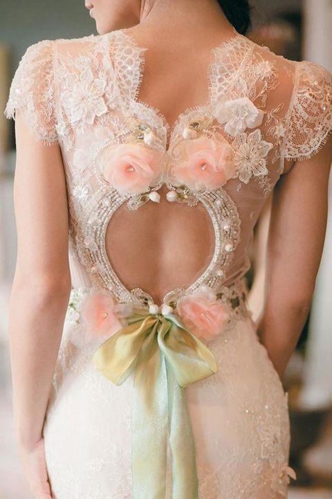 لباس عروس گیپور با گل های صورتی