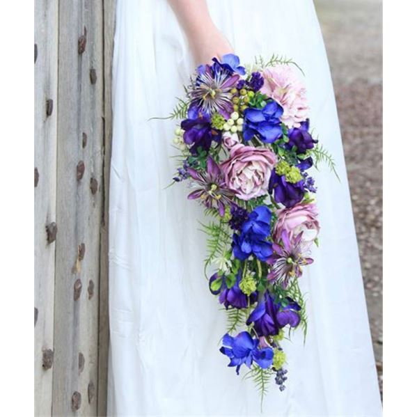 دسته گل آبشاری با رنگ های شاد