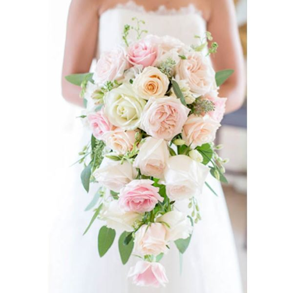 دسته گل آبشاری با رنگ های ملایم