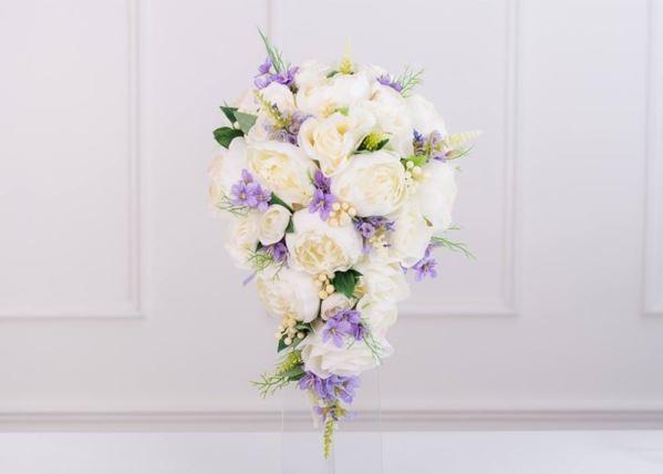 دسته گل آبشاری سفید و یاسی