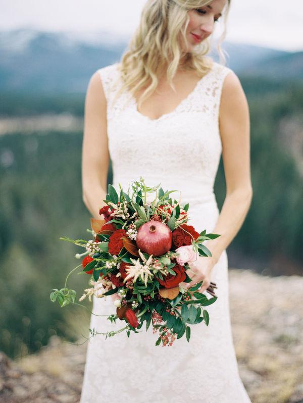 دسته گل عروس با انار
