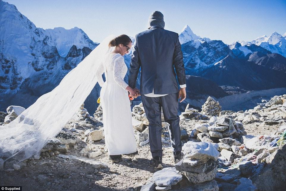 ازدواج زوج استرالیایی؛ از نپال تا اورست