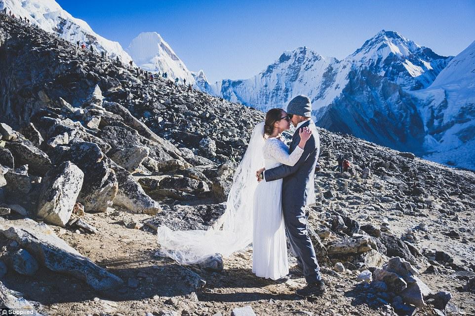 ازدواج زوج استرالیایی بر بام دنیا؛ ارتفاع زدگی هایدی