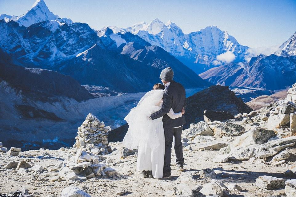 زوج استرالیایی؛ عکاسی عروسی در اورست