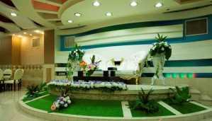 تالار عروسی پردیسان   گل آرایی میز عروس داماد