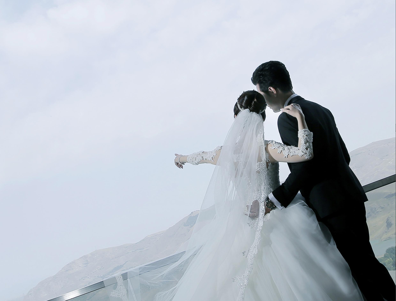 آتلیه عکس و فیلم مهتا | عروسی با ایده های خاص