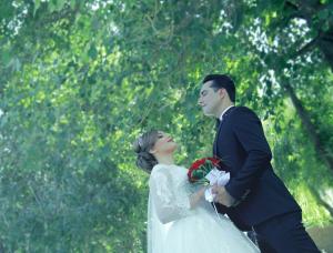 آتلیه عکس و فیلم مهتا | عروس داماد در باغ